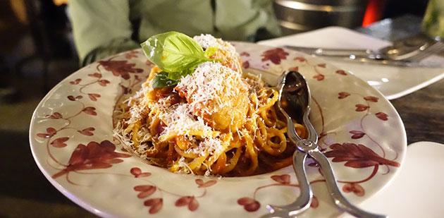 Spaghetti con Polpette, $25.90