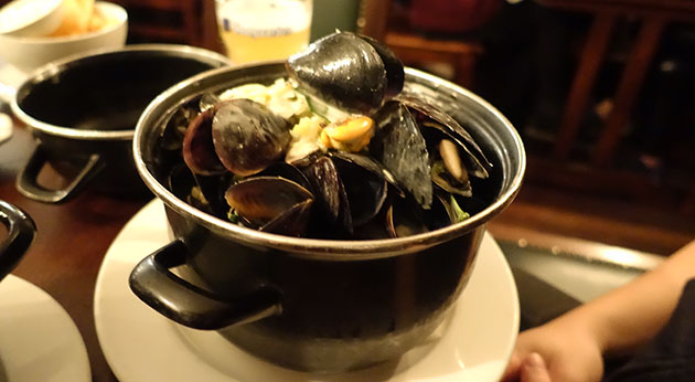 Mussels with vegetables, chardonnay & cream  sauce with blue cheese & baby spinach ($20, Wednesday special normally $30)