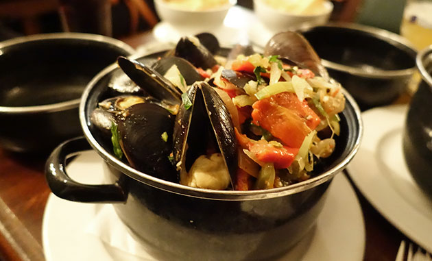 Mussels with vegetables, garlic & capsicum ($20, Wednesday special normally $30)