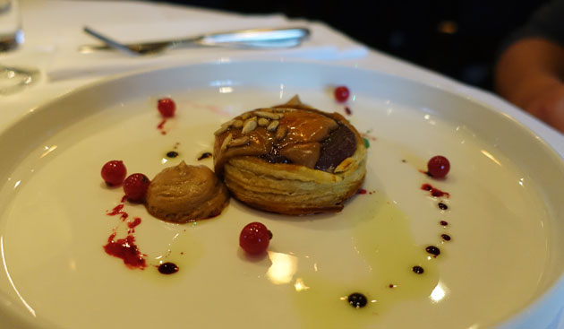 Tarte tatin red onion with duck liver, red berry and balsamic (supplement required)