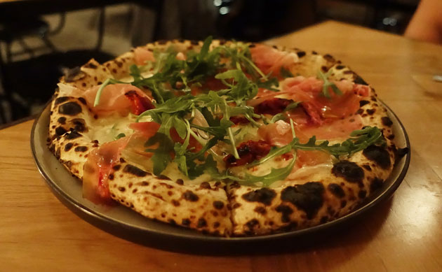 Baest mozzarella, semi-dried tomatoes and Parma Ham pizza, 135kr