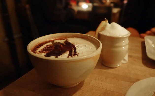 Hot Chocolate (45 SEK) and small White Hot Chocolate (37 SEK)