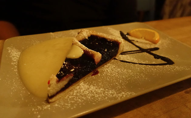 Blueberry pie with vanilla sauce (53 SEK)