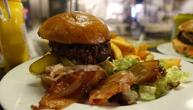 Rosburger and fries, 13 Euro