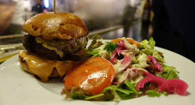 Cheeseburger and side salad, 12 Euro
