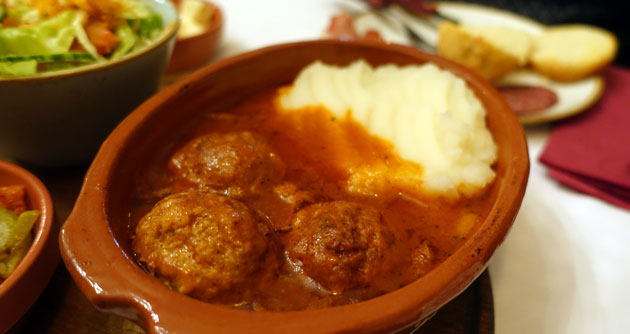Meatballs in tomato sauce, 390 Serbian Dinar (Thursday meal special)