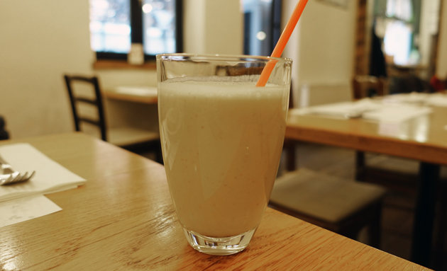 Monkey Business Smoothie (coconut milk, rice milk, banana, dates and cashew nuts), 35 Croatian Kuna