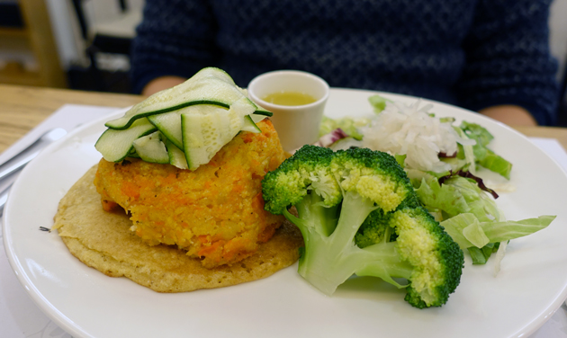 Garden Burger (vegetable patty on a chickpea pancake served with marinated zucchini, boiled broccoli and a lemon, olive oil and garlic dressing), 59 Croatian Kuna