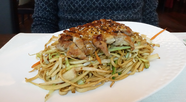 Home-made noodle s with crispy chicken drumsticks, 59 Croatian Kuna