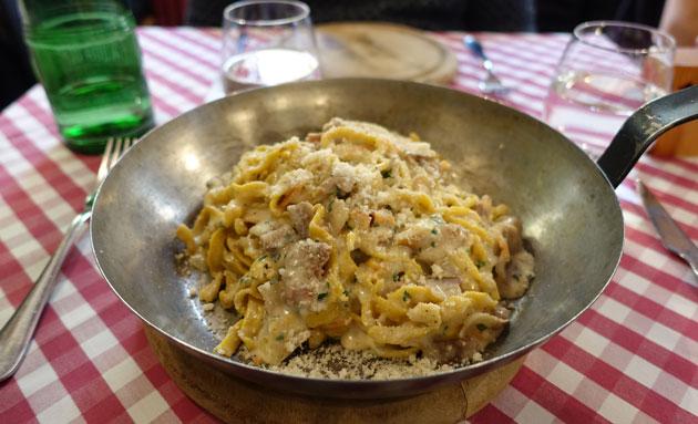 Homemade fettucine boscaiola (sausages, mushrooms, cheek lard, parmesan), 10 Euro